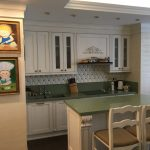 Кухонная и островная столешница из зеленого кварцита Technistone Starlight Green