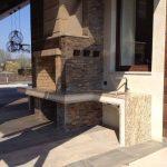 Фото столешницы для зоны барбекю. Столешница изготовлена из натурального гранита