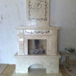 Декоративный мраморный каминный портал