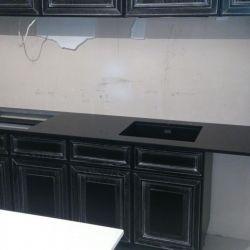 Столешница из черного кварцита Caesarstone 3100