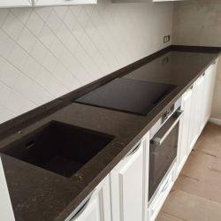 Кухонная столешница из кварцита Vicostone BQ8560 Imperador Dark