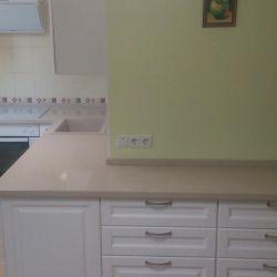 Столешница на кухню из бежевого кварцита Atem Beige Light 0002