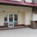 Облицовка фасада здания. Облицовка цоколя природным камнем - Емельяновским гранитом.