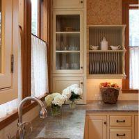 Оформление стильной кухни в цветовом решении FLAME со столешницей из натурального мрамора Bedassar Brown