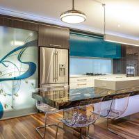 Модный цвет NIAGARA в интерьере стильной кухни 2017. Барная стойка из натурального камня.