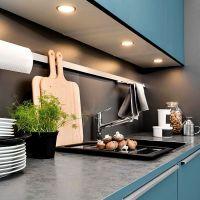 Цвет NIAGARA в интерьере стильной кухни 2017 года. Столешница из серого матового искусственного камня.