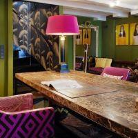 Декоративные элементы стильной кухни в модном цвете 2017 года PINK YARROW . Кухонная столешница из натурального мрамора