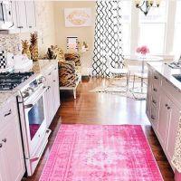 Декоративные элементы кухонного интерьера в модном цвете 2017 года PINK YARROW. Кухонные столешницы из натурального камня.