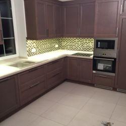 Кухонная столешница , переходящая в подоконник из украинского кварцита Атем