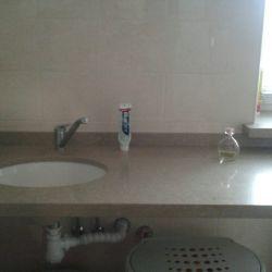 Фото столешницы в ванную комнату из Caesarstone 4230