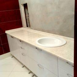 Фото столешницы в ванную комнату из мрамора Cream Delicate