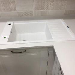 Кухонная столешница из белого кварцита Атем White 1116
