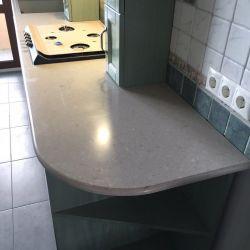 Кухонная столешница из кварцитаCaesarstone