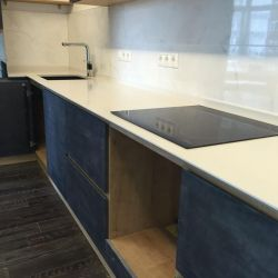 Столешница на кухню из украинского кварцита Атем White 1117