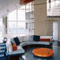 Гостиная комната в стиле Авангард. Акцент на диване.
