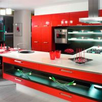 Белая кухонная столешница из кварцевого камня при оформлении кухни в стиле Авангард