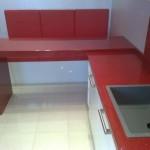 Кухонная столешница и барная стойка из кварцита красного цвета