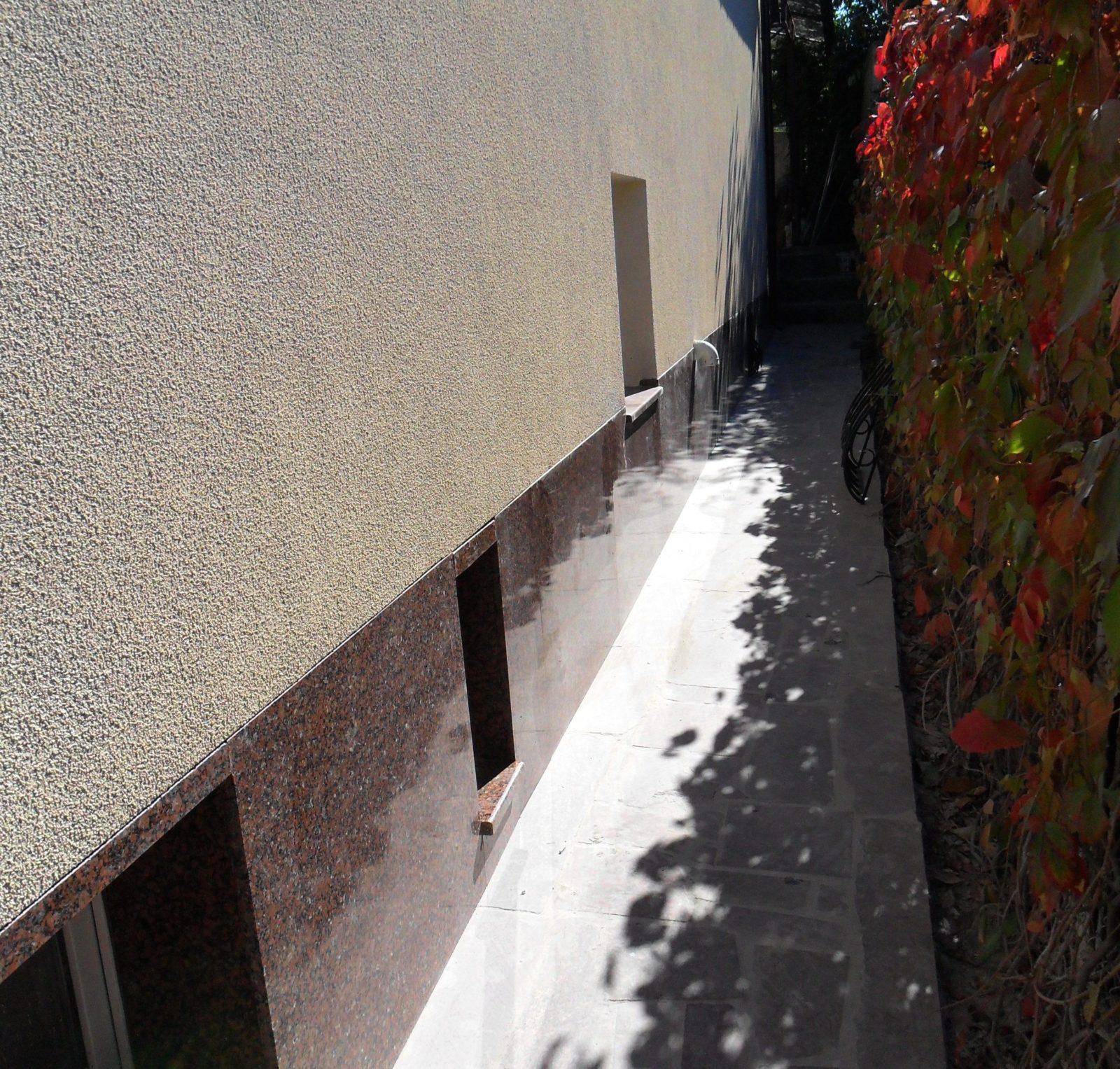Цоколь из гранита | Облицовка цоколя камнем | Изделия из натурального и искусственного камня | Фасад дома из гранита