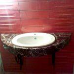 Фото столешницы под умывальник из мрамора Rosso Levanto