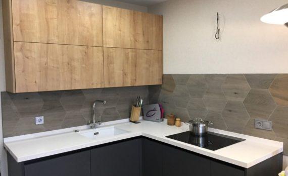 Белая столешница из кварцевого камня Avant Dijon 1000 в интерьере кухни
